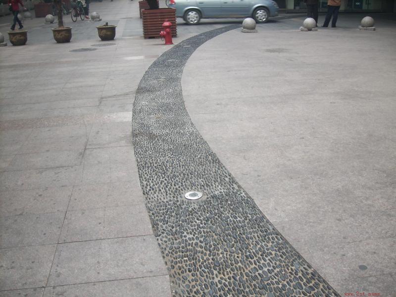 黑色鹅卵石道1; 黑色鹅卵石道路 >>鹅卵石图片; 入户鹅卵石铺贴图片